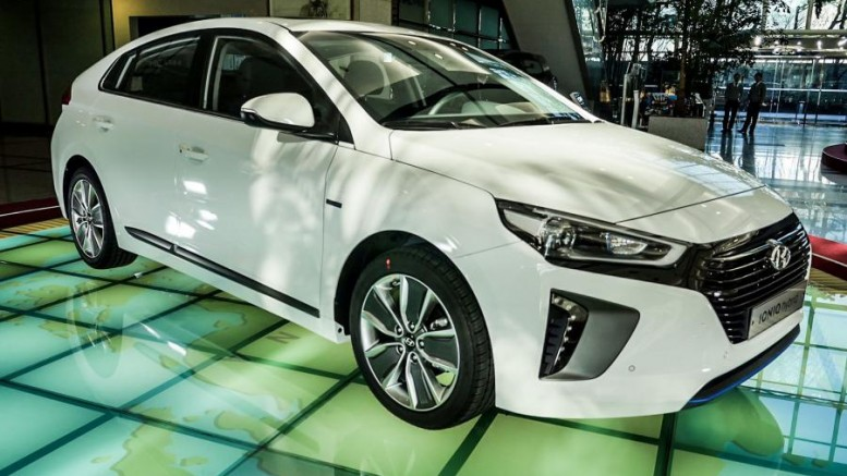 At The 2017 Washington Auto Show Hyundai Usa Announced Hybrid Ioniq And Electric Ev Will Go On In By April 1